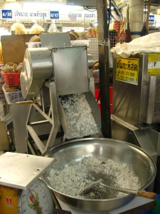 Coconut milk milking machine